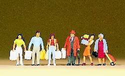 Einkaufende mit Tüten und Taschen