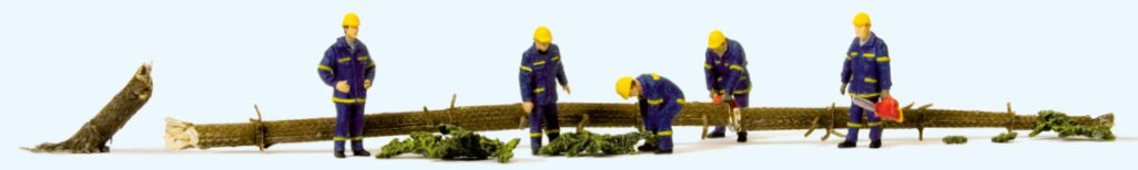 THW Helfer bei Aufräumarbeiten