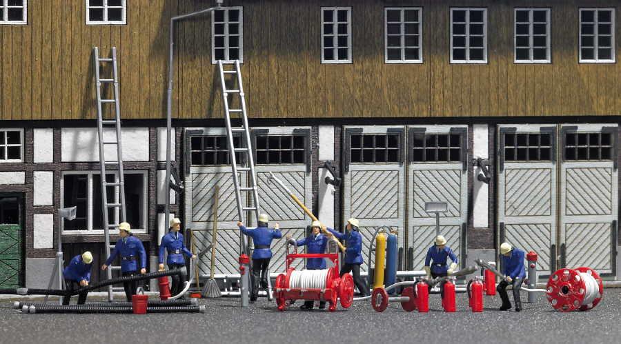 Leitern, Hydranten, Werkzeuge, Eimer, Besen, Schweißgerät, Feuer