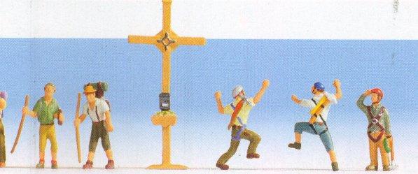 Bergwanderer mit Gipfelkreuz