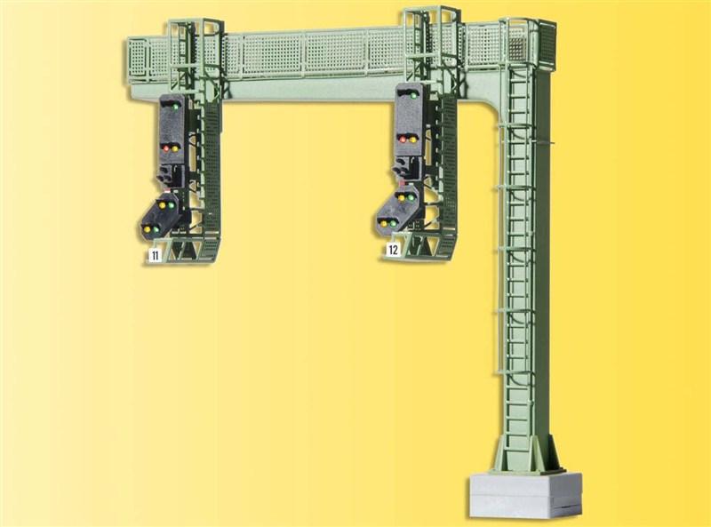 Signalbrücke mit zwei Signalen