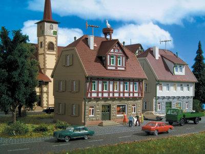 Wohnhaus mit Storchennest