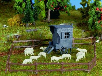 Schäferwagen und Schafherde