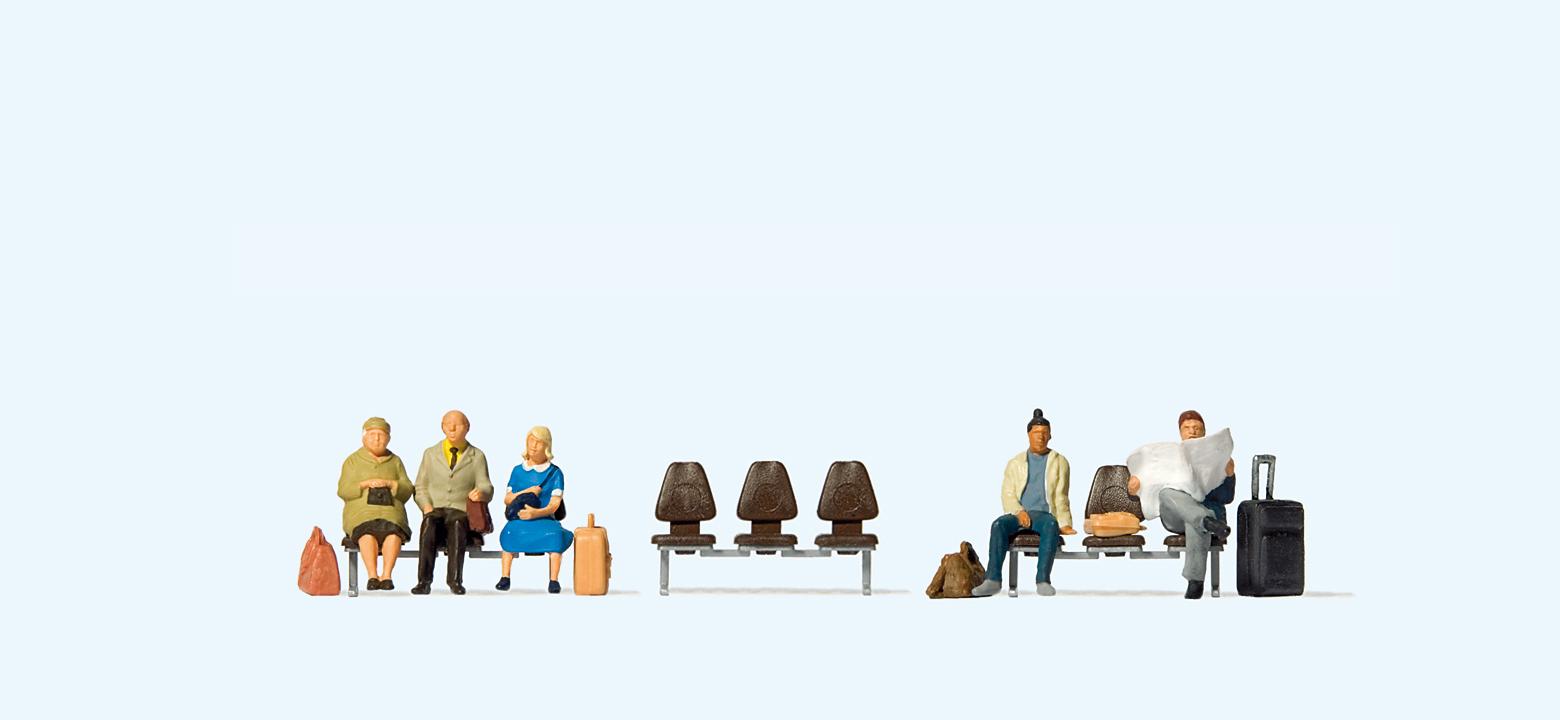 Fünf wartende Reisende