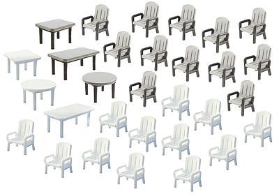 24 Stühle und 6 Tische