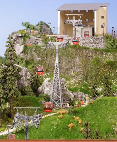 8 Gondeln, Gittermast, Betonmast, Antrieb mit Berg/Talstation