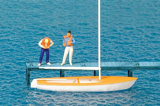 Segler, Weste anlegend, Segelboot Korsar