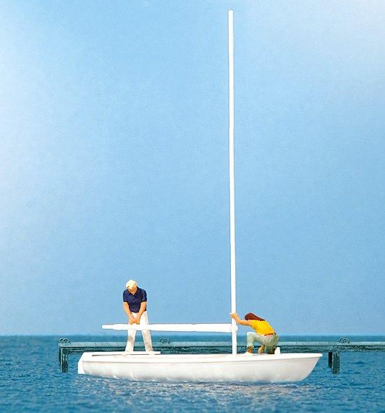 Segler beim Abtakeln, Segelboot Korsar
