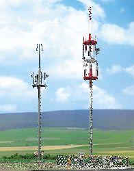 Zwei Mobilfunkmasten