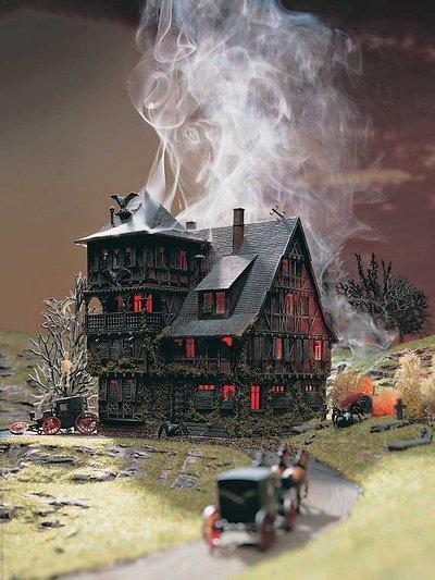 Villa Vampir mit Flackerlicht