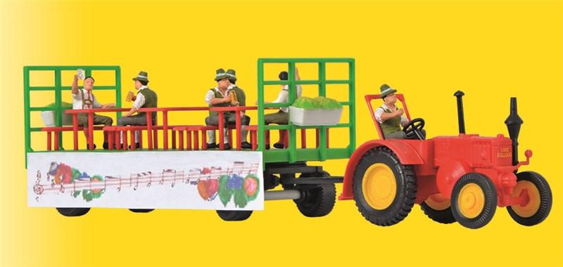 Lanz Traktor mit Festwagen