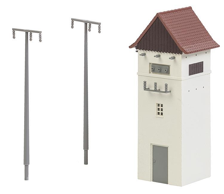 Trafohäuschen mit Strommasten