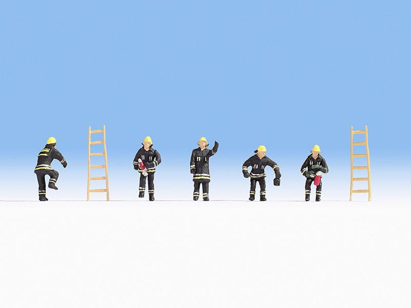 Feuerwehr, schwarze Schutzanzüge