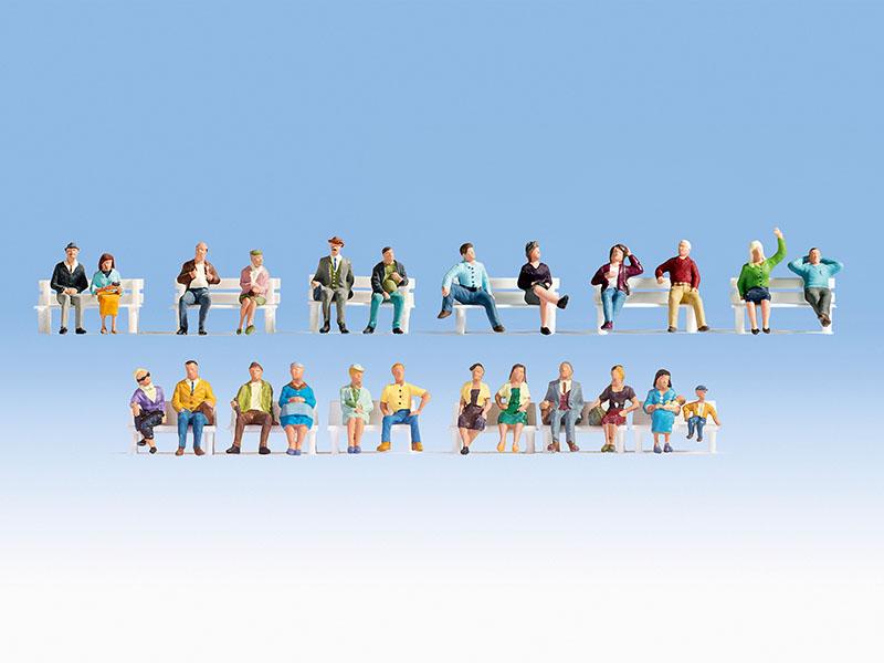 Sitzende (24 Figuren, ohne Bänke)