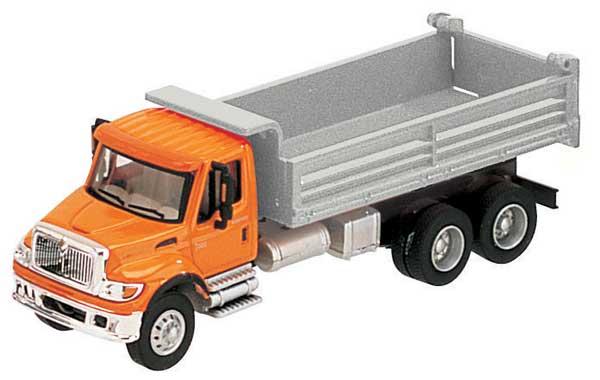 Intl. 7000 3-axle Heavy Duty Dump Truck