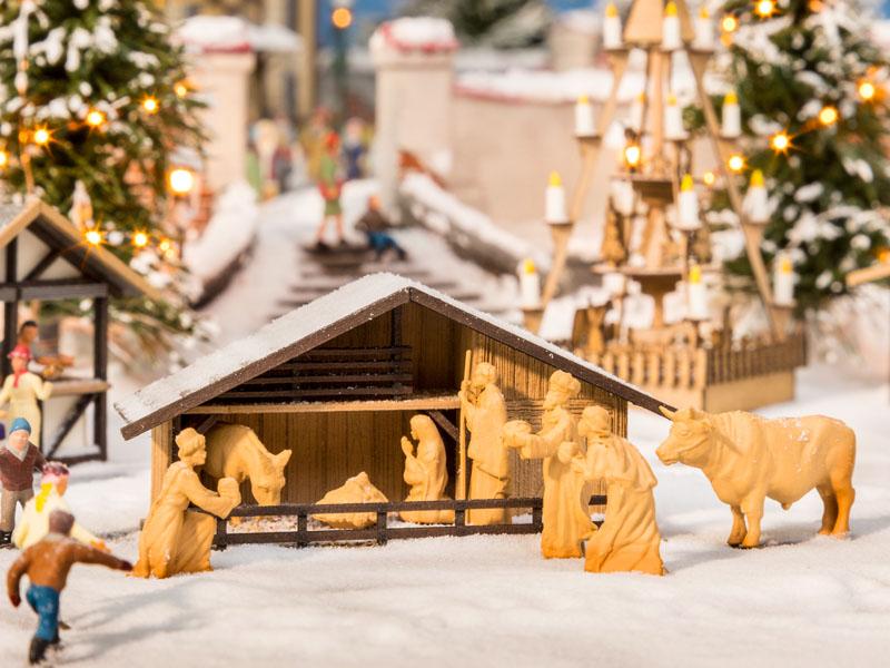 Weihnachtsmarkt-Krippe mit Figuren
