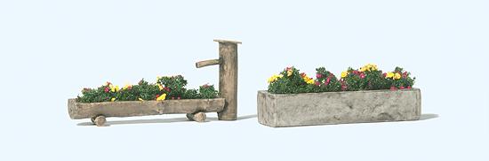 Blumenbepflanzte Brunnen