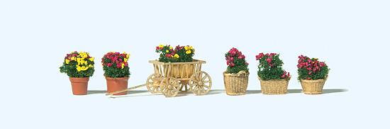 Blumen in verschiedenen Gefäßen