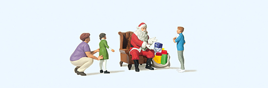 Weihnachtsmann im Sessel, Mutter mit Kindern