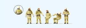 Feuerwehrmaenner moderne Kleidung, beige
