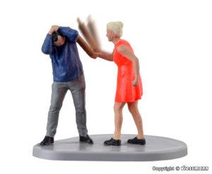 Frau mit Nudelholz, bewegt