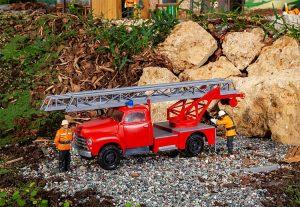 Feuerwehr-LKW Opel Blitz mit Drehleiter